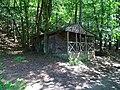 Vranovice (Břasy), dřevěná chata u Berounky.jpg
