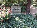 Waldfriedhofdahlelm ehrengrab Fraenkel, Ernst.jpg