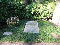 Waldfriedhofdahlelm ehrengrab Hofer, Carl.jpg