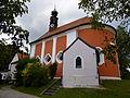 Wallfahrtskirche Hl. Kreuz mit Einsiedelei in Kreuzberg bei Windberg.JPG