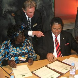 Forests Now Declaration - Image: Wangari maathai and DRC env minister