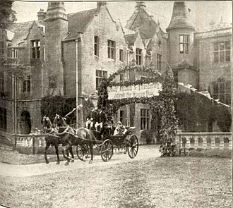 Orchardleigh Estate - Sylvia Duckworth leaving Orchardleigh to go to her wedding 1924.