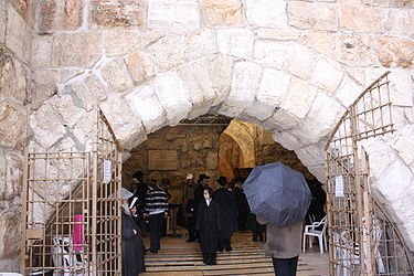 Western Wall tunnel prayer hall 2010.jpg