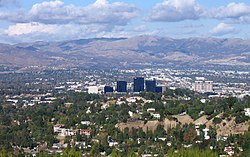 Woodland Hills, California in the foreground, including Warner Center، from the Top of Topanga Overlook