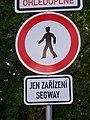 Zákaz vstupu chodců - jen zařízení segway (01).jpg