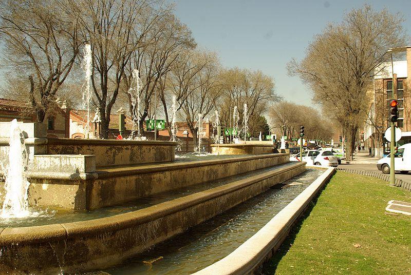 File:® MADRID F.O.U. PLAZA FRENTE JUNTA MUNICIPAL ARGANZUELA - panoramio (9).jpg