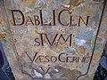 Ďáblice, výklenková kaple sv. Jana Nepomuckého, nápis na podstavci.jpg