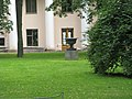 Аничков дворец. Ваза в саду02.jpg