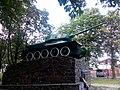 Волноваха. Танк Т-34-85 на вул. Центральній.jpg