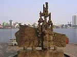 Памятник пленению Дж. Маккейна, расположенный на берегу Западного озера в Ханое.jpg