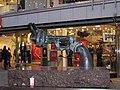 Памятник стоит на Drottinggatan в центре Стокгольма - panoramio.jpg