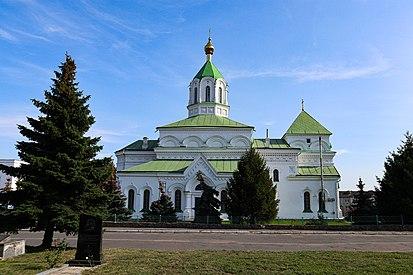 Святомиколаївський собор збоку.jpg