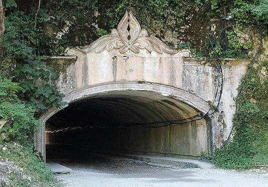 Тоннель в Абхазии.jpg