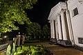 Фасад Костелу Іоанна Предтечі вночі.jpg