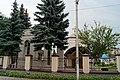 Церква святого Юра (Броди), вид з-за паркану.jpg