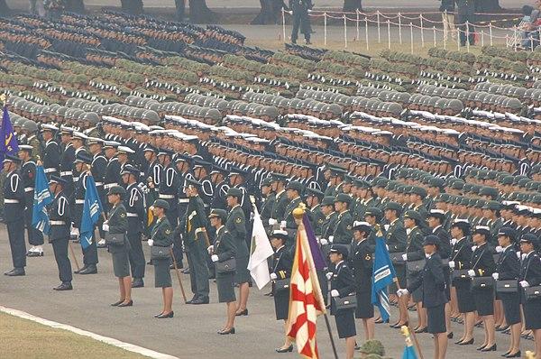 c38b27499c15c 第57回中央観閲式における陸海空自衛官および防大学生