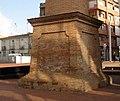 042 Xemeneia de l'antiga fàbrica de Can Comas (Granollers), base.jpg