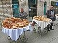 076 Marg'ilon Dehqon Bozori, mercat agrícola de Marguilan, venedors de pa.jpg