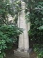 1160 Pfenninggeldgasse 4a - Franz Novy-Hof - Natursteinplastik Maurer von Otto Eder 1955 IMG 2575.jpg
