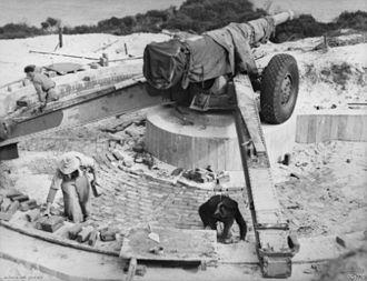 Canon de 155mm GPF - Coast defence gun on Panama mount, Garden Island, Western Australia, 1943
