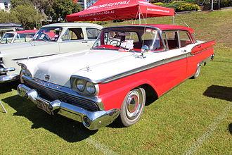 Ford Fairlane (Australia) - 1960–1961 Ford Fairlane 500 sedan (facelift)