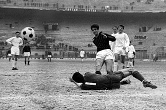 Peter Bonetti - Bonetti (no. 1) with Chelsea, while vainly trying to oppose the shot of A.C. Milan's Rivera during the away defeat at San Siro valid for the 1965–66 Inter-Cities Fairs Cup, 3rd round.