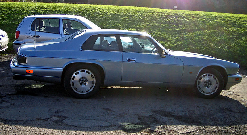 800px-1996_Jaguar_XJS_Celebration_coupe_
