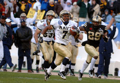 2005 Army Navy - Navy runs for a touchdown.jpg