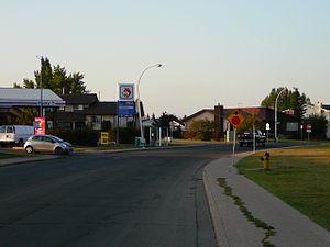 La Perle, Edmonton - Residential street in La Perle
