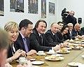 2011-02-03 Владимир Путин с коллективом Первого канала (18).jpeg