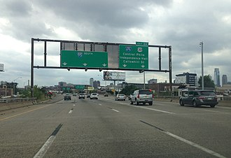 Interstate 95 in Pennsylvania - I-95 southbound approaching the I-676/US 30 interchange in Center City Philadelphia