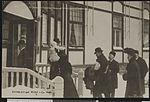 4 H.M Kongens og Dronningens Ankomst til Voksenkollen Sanatorium - no-nb digifoto 20160217 00032 bldsa PK14307.jpg