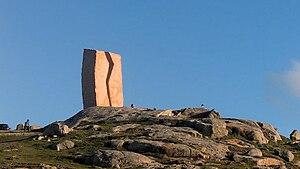 Muxía - Image: A Ferida escultura en Muxía 05