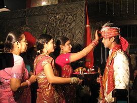 Een hindoe-huwelijksritueel aan de gang b.jpg