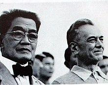 Emilio Aguinaldo, il primo presidente delle Filippine, con Manuel L. Quezon, primo presidente del Commonwealth delle Filippine.