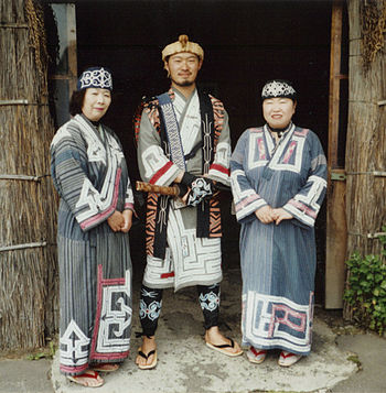 English: Ainus wearing their traditional cloth...
