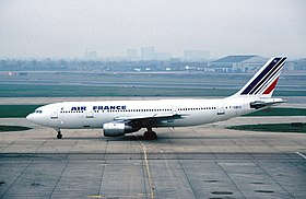 L'Airbus A300 F-GBEC, l'avion du vol Air France 8969, à L'aéroport de Londres-Heathrow en 1982.