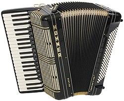 Akordeon Morino V 120 De Luxe firmy Hohner.jpg