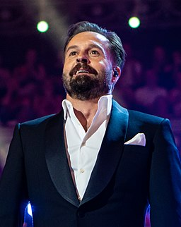 Alfie Boe at The Queen's Birthday Party (cropped 2)
