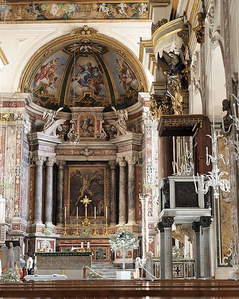File:Amalfi Cathedral interior 01.jpg