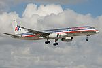 American Airlines Boeing 757-200 N677AN (16422905241).jpg