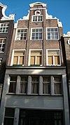 foto van Huis, vanwege zandstenen onderdelen van de gevelhals en het oeil-de-boeuf
