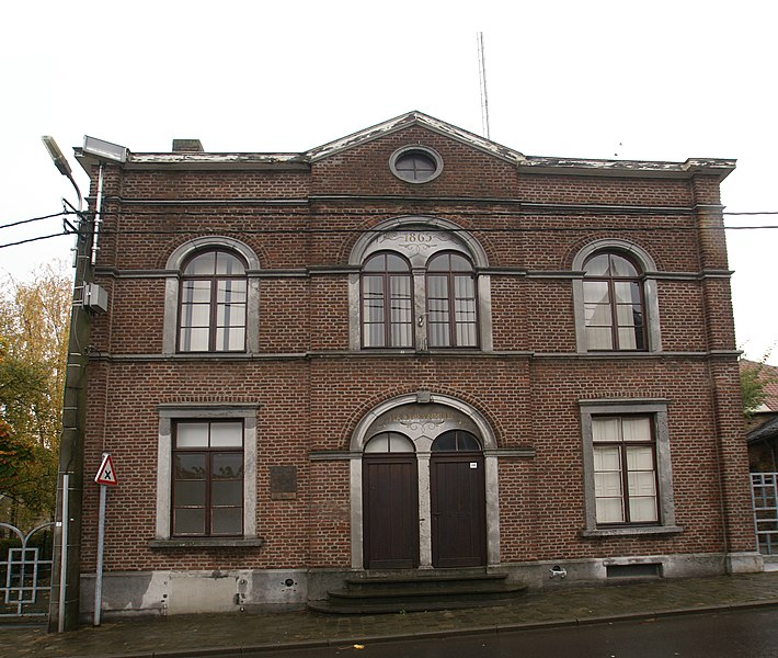 Andrimont (United Kingdom): Central square, former town hall