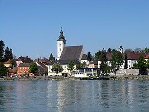 Ansicht von Grein mit Stadtpfarrkirche St. Ägidius