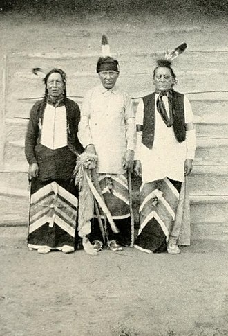 Arikara scouts - Former Arikara scouts in the U.S. Army: Red Star (left), Boy Chief (center) and Red Bear (right)