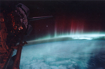 Aurora australis observed from the Space Shuttle Discovery, on STS-39, May 1991 (orbital altitude: 260 km) Aurora-SpaceShuttle-EO.jpg