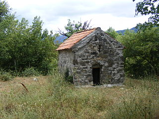 Avenisi small church.jpg