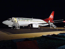https://upload.wikimedia.org/wikipedia/commons/thumb/6/61/B733-5RMFH_Air_Madagascar.jpg/220px-B733-5RMFH_Air_Madagascar.jpg