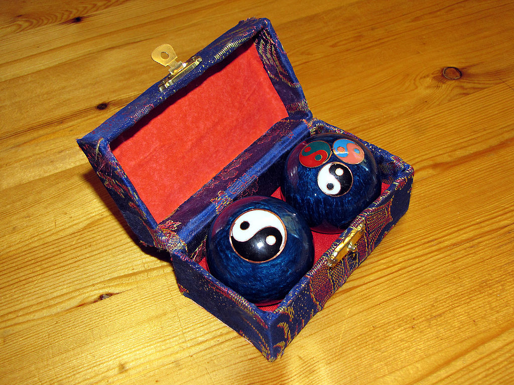 Baoding balls in box