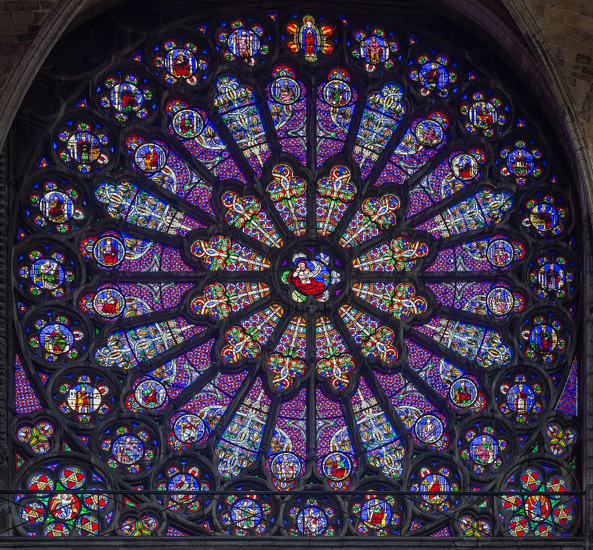 1200px-Basilica-of-Saint-Denis-Rayonnant-Rose-Window.jpg